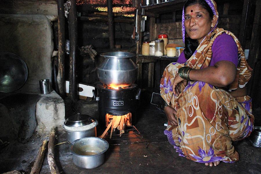A woman cooks on the PCS-1 Spandan chulha
